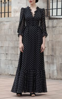 Polka dot V-neck gown by Ulyana Sergeenko Demi Couture - moda Simple Dresses, Cute Dresses, Beautiful Dresses, Casual Dresses, Summer Dresses, Muslim Fashion, Modest Fashion, Hijab Fashion, Fashion Dresses