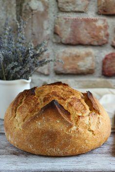 """Nagyon szerettem volna kipróbálni, hogy milyen is lábasban kenyeret sütni. Vaslábasom nem lévén, gondoltam """"felavatom"""" az ... Naan, Bread, Baking, Bors, Greedy People, Kitchens, Drinks, Brot, Bakken"""
