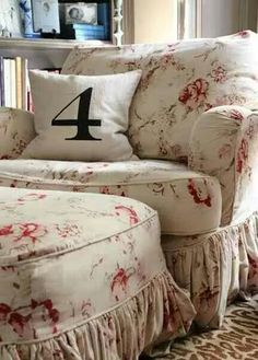 Love oversized furniture and the print of this fabric! I want to relax in it now!