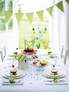 Beautiful Easter Party Table