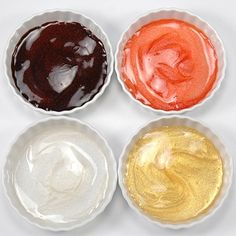 GLITTER MIRROR GLAZES-Mirror Glaze infused with edible glitter. Produces a brilliant shiny glaze on refrigerated cakes and frozen desserts. Icing Frosting, Icing Recipe, Frosting Recipes, Cake Recipes, Mirror Glaze Icing, Mirror Glaze Recipe, Cake Decorating Tips, Cookie Decorating, Frozen Desserts