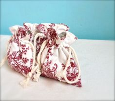 Drawstring bag set of four gift bag favour bag toile by Kirstyflo, €55.00