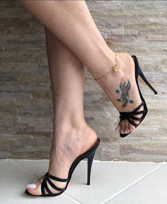 high heels – High Heels Daily Heels, stilettos and women's Shoes Beautiful High Heels, Gorgeous Feet, Nylons Heels, Stiletto Heels, Women's Feet, Feet Soles, Talons Sexy, Sexy Toes, Black High Heels