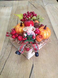 Őszi asztaldíszem, névnap ra készítettem.🍃🎃🍁❤️ Fall Wreaths, Christmas Wreaths, Christmas Arrangements, Fall Decor, Holiday Decor, Artificial Flowers, Decoration, Centerpieces, Projects To Try