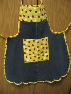 Those old jeans are not going to last very long on the bottom shelf of my sewing room cabinet! Not since I discovered this great idea for u. Jean Crafts, Denim Crafts, Jean Apron, Childrens Aprons, Sewing Aprons, My Sewing Room, Apron Pockets, Old Jeans, Denim Jeans