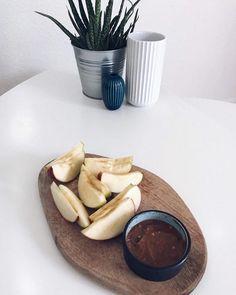 #fitfamdk En sikker vinder som snack. Æble med peanutbutter 💪🏼 Her er det peanut butter chocolate crunch fra @bodylab, som jo smager himmelsk 😍 #chokolade #bodylabdk #protein #apple #æbler