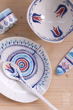 Hermosa vajilla de porcelana con motivos folk ʚϊɞ✦ʚϊɞ✦ʚϊɞ