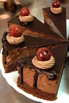 This Chocolate Cake with Tart Cherries is a real treat for any type of celebration. From holidays to birthday parties, this recipe is a winner. Easy Cake Recipes, Sweet Recipes, Cookie Recipes, Tasty Chocolate Cake, Chocolate Desserts, Tart Cherry Juice Benefits, Romanian Desserts, Valentines Day Food, Cherry Tart