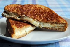 Jalapeno Popper Grilled Cheese Sandwich -- super tasty, easy and made from stuff you probably have in the fridge right now.