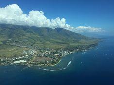 Mit einer kleinen Propellermaschine flogen wir von Molokai über Maui.