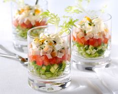 Salade met kipfilet in glas Salade met kipfilet in glas Slow Food, Snacks Für Party, Party Canapes, Tapas Dinner, Mini Appetizers, Xmas Food, Appetisers, High Tea, I Love Food
