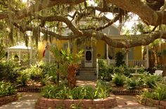 Tybee Island Inn. Great place for a Savannah getaway. Pinned for when dh & I take that second honeymoon!