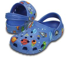 Our Classic Clog takes a trip to deep space — and comes back with this bold galactic print featuring rocket ships, planets stars and more. It also includes a permanently affixed rocket ship badge on the upper. All of the Crocs comfort kids love is here, thanks to Croslite™ foam construction. Free shipping on qualifying orders.