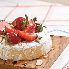 Brie with Strawberries and Honey on the grill....yummm...i'm definitely trying this recipe.