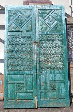 Intricate Moorish door-would look amazing on a Mediterranean or Spanish style home. Standard doors are boring ;-)