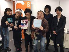 [Alexandros]2016/11/22 本作の主題歌を歌う[Alexandros]さん、ニューアルバムも絶好調で、現在ツアーがスタートしています一発目のLIVEとなった横浜アリーナに『きょうのキラ君』から川村監督とまりえちゃんがお邪魔させていただきました‼写真はLIVE後にパシャリ