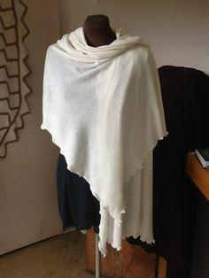 Elegante scialle color panna in misto merinos € 27.00