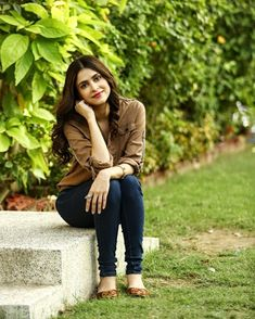 Arij Fatima Pakistani Girl, Pakistani Actress, Wedding Couple Poses, Couple Posing, Cute Girl Pic, Cute Girls, Girls Status, Stylish Girl Images, Cute Beauty