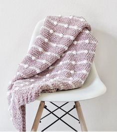 A free crochet pattern of a velvet blanket. Do you also want to crochet this blanket. Read more about the Free Crochet Pattern Velvet Dotted Blanket. Crochet Afghans, Crochet Yarn, Free Crochet, Crochet Mandala, Crochet Stitches, Crochet Blanket Patterns, Baby Blanket Crochet, Crochet Blankets, Prayer Shawl