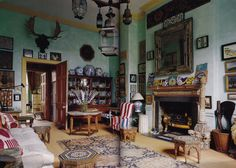 Antique dealer Peter Hinwood's London Drawing Room. The World of Interiors, September 2008.