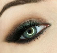 Make up your eyes - 65 ideas for make-up in summer colors - green eyes with bronze shimmer colors eyeshadow. Eye makeup with green accents up - Green Smokey Eye, Smoky Eyes, Smokey Eye Makeup, Skin Makeup, Dark Green Eyes, Hazel Green, Makeup Contouring, Brown Eyes, Blue Brown