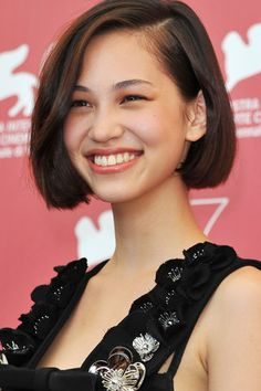 Her hair is absolutely adorable, and while it's still short I want to chop it all off into a proper un-layered bob.