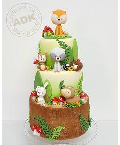 Cute Woodland theme birthday cake by Arte da Ka Zoo Cake, Jungle Cake, Woodland Theme Cake, Woodland Party, Deco Cupcake, Rodjendanske Torte, Twin Birthday Cakes, Cupcakes Decorados, Friends Cake