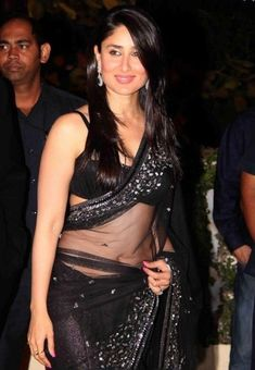 Kareena Kapoor Navel Show Stills In Black Saree - Actress Album Kareena Kapoor Saree, Kareena Kapoor Photos, Priyanka Chopra, Kareena Kapoor Wallpapers, Deepika Padukone, Beautiful Girl Indian, Beautiful Indian Actress, Beautiful Actresses, Beautiful Saree