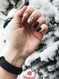 Best Nail Polish Colors of 2020 for a Trendy Manicure Gold Gel Nails, Cute Gel Nails, Chic Nails, Pretty Nails, Disney Acrylic Nails, Cute Acrylic Nails, Gel Nail Art Designs, Colorful Nail Designs, Manicure