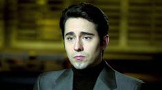 Image from http://graphics8.nytimes.com/images/2014/06/09/movies/video-jersey-boys-john-lloyd-young-on-the-four-seasons-success/video-jersey-boys-john-lloyd-young-on-the-four-seasons-success-videoSixteenByNine1050.jpg.