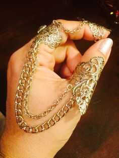 Items similar to Slave thumb ring and claw tip, made with silver chains and vintage style filigree sizable w/swarovski stone on Etsy Silver Chains, Swarovski Stones, Vintage Fashion, Vintage Style, Thumb Rings, Clear Crystal, Silver Color, Costume Jewelry, Filigree