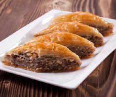 Klasszikus baklava Recept képpel - Mindmegette.hu - Receptek Eastern European Recipes, Spanakopita, Cheesesteak, Sweets, Baking, Ethnic Recipes, Food, Cakes, Raffaello