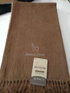 Chalina Peinada color 209, Medidas 180x22 cms. 30 % Alpaca Michell, bordado Alpaca Perú.