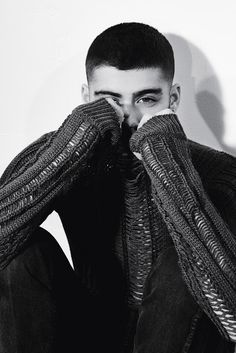 It's the summer of Zayn Malik as the Like I Would singer covers the most recent issue of British magazine Dazed. Starring in a photo shoot lensed by… Estilo Zayn Malik, Zayn Malik Fotos, Zayn Malik Photoshoot, Zayn Malik Style, Taylor Swift, Zayn Malik Wallpaper, Zayn Mallik, Niall Horan, Dazed Magazine
