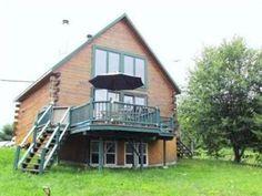 Maison à vendre à Cayamant, Outaouais - 169000 $ Cabin, House Styles, Home Decor, Homemade Home Decor, Interior Design, Cottage, Home Interiors, Wooden Houses, Decoration Home