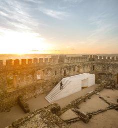 Centro de Visitantes del Castillo de Pombal / COMOCO