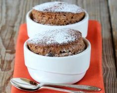 Mug cake minceur aux raisins secs mn au micro-ondes) Coffee Dessert, Coffee Cake, Nutella, Chocolate, Souffle Recipes, Pear Cake, Bowl Cake, Pear Recipes, Baking Tins