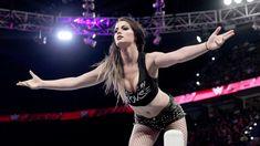 Sasha Banks & Paige vs. Charlotte & Dana Brooke: photos