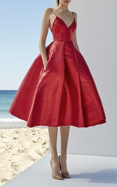 This season it's about shapely silhouettes in a range of lengths, from signature fit-and-flare minis to full-skirted midi dresses that offer Perry's party girl a fresh sophistication. A Line Prom Dresses, Homecoming Dresses, Strapless Dress Formal, Formal Dresses, Midi Dresses, Elegant Dresses, Red Midi Dress, Prom Gowns, Elegant Gown