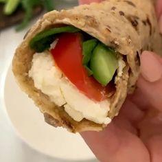 "www.beiruting.com on Instagram: ""Morning 🇱🇧🇱🇧🇱🇧 Here is an easy bread recipe for you 😍 #staysafe بعد كذا تجربه نجحت معي وصفة خبز الشوفان ب٣ مكونات فقط !! لذيذةة😍 شوفان،…"""
