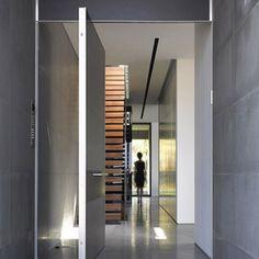 #arquitectura #interiores #interiorismo #puerta #door #acceso #viviendadelujo #architecture #architecturelovers #design #security #sotograndedochills