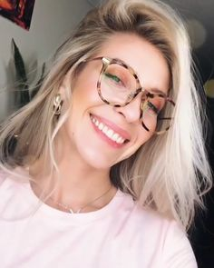 Keep smile and confident with charming frames in the new year. Glasses For Round Faces, Big Glasses, Glasses For Your Face Shape, Oval Faces, Girls With Glasses, Black Dress Makeup, Oversized Glasses, Fashion Eye Glasses, Haircut For Thick Hair