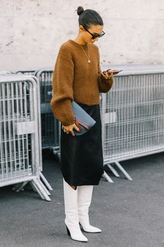 Best Street Style Looks of PFW Spring 2019 – The Fashion Medley streetstyle. Street Style Outfits, Looks Street Style, Looks Style, Fall Outfits, Cute Outfits, Fashion Outfits, Fashion Top, Style Fashion, Fashion Trends