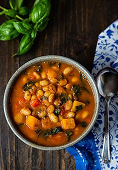 Based on the Chilean Porotos Granados, this vegan white bean stew includes butternut squash, kale, and fresh basil for a hearty and flavorful one-pot or Instant Pot meal. Kale Recipes, Soup Recipes, Whole Food Recipes, Vegetarian Recipes, Cooking Recipes, Healthy Recipes, Vegan Pumpkin, Pumpkin Chili, Pumkin Soup