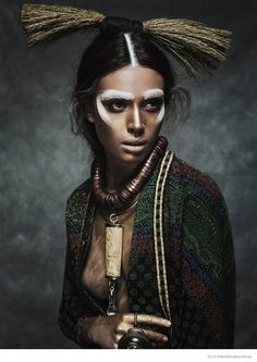 Nomad–The August cover story from Elle Romania takes on tribal chic looks with this editorial photographed by Jesus Alonso. Model Nuria Nieva shows off her noma Estilo Tribal, Estilo Hippie, Moda Tribal, Tribal Mode, Tribal Style, Tribal Fusion, Tribal Art, Ethnic Fashion, Look Fashion