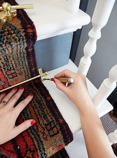 Megan Pflug, style guru behind our Weekend Decorator column, is back with her latest DIY solution—a stunning mix-and-match vintage runner for your stairs. Carpet Staircase, Staircase Runner, Stairs With Carpet Runner, Stair Runner Rods, Stair Rods, Beige Carpet, Diy Carpet, Carpet Ideas, Carpet Decor