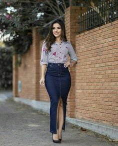 You want to find many long skirt looks for inspiration? Casual Skirt Outfits, Classy Outfits, Dress Outfits, Fashion Outfits, Dress Casual, Chic Dress, Dress Skirt, Long Skirt Looks, Mode Jeans