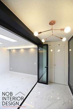 [십정동인테리어]LG 지아소리잠 4.5T 장판으로 시공한 인천 부평구 십정동 주공뜨란채 33평 거실인테리어(십정동보) -노브인테리어 Korean Apartment, Wood Tools, Minimalist Interior, Apartment Interior, Ceiling Design, My Dream Home, Living Room Designs, Sweet Home, Interior Design