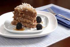 Aprende a preparar betún para pastel alemán con esta rica y fácil receta. En una sartén gruesa vaciar: la leche, las yemas, previamente batidas con un tenedor,...
