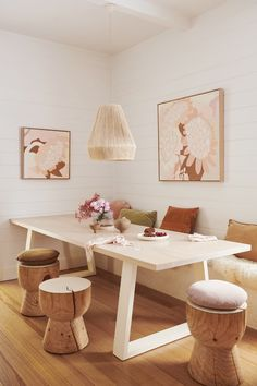 Kimmy Hogans neue Kunst blüht auf – Adore Home Magazine - Einrichtungstipps Greenhouse Interiors, Piece A Vivre, House And Home Magazine, Dining Room Design, Dining Area, Dining Table, My New Room, Cheap Home Decor, Home Decor Inspiration